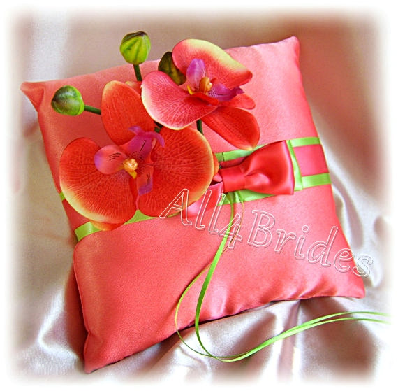 Hochzeit - Coral and green weddings ring bearer pillow, coral orchids pillow, wedding ring cushion