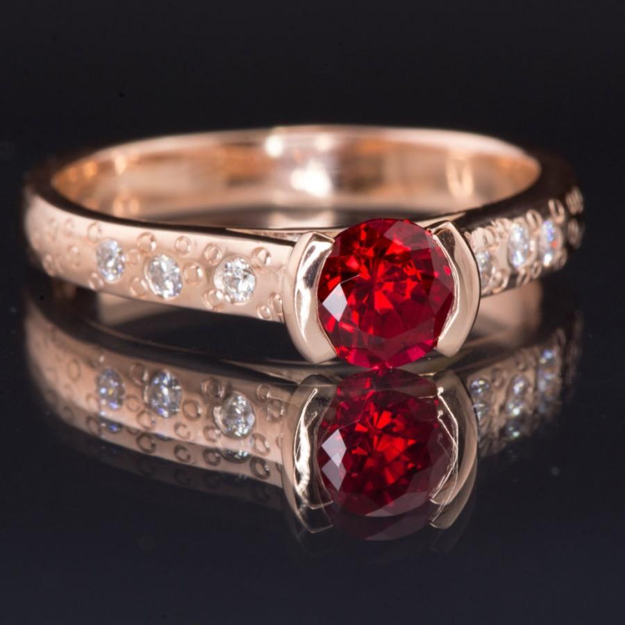 زفاف - Chatham Ruby Rose Gold Engagement Ring, ethical Diamond Star Dust Textured Band, Recycled 14k Rose Gold, Eco-concious Ruby Engagmanet Ring