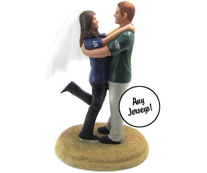 Mariage - Embracing Couple in Sports Jerseys Wedding Cake Topper