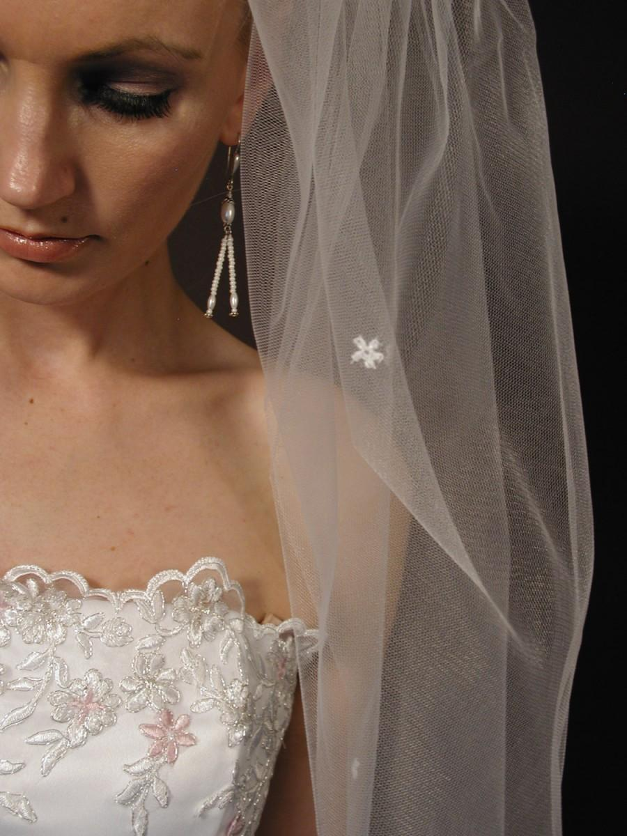 """Mariage - Wedding veil. Bridal veil with scattered daisies. Past elbow bridal veil 34"""" length with scattered daisies."""