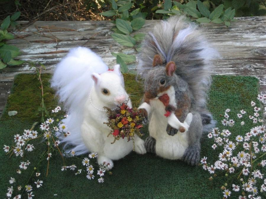 Свадьба - Wedding Cake Topper / Animal Sculptures / 2 Handmade Needle Felted Squirrels  / by Fiber Artist GERRY / Large