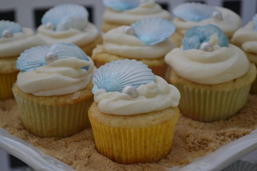 Hochzeit - Fondant Seashell and Pearl Cupcake Toppers - Beach Weddings - Bridal Shower - Birthday