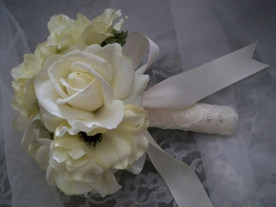 زفاف - One Sweet Toss Bouquet OR  Bridesmaids wrapped in Ivory lace