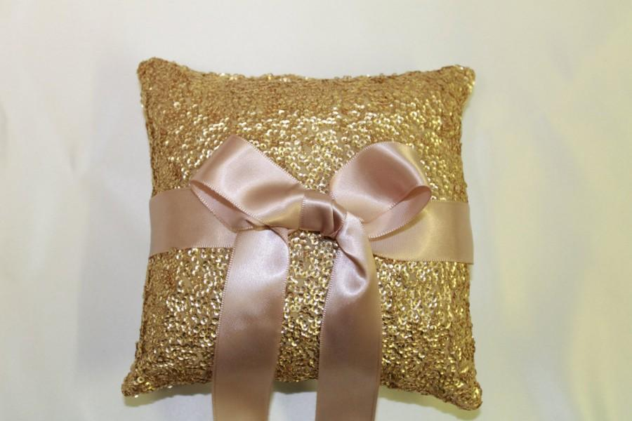 "Свадьба - Ring Bearer Pillow. Gold & Blush Pink Sequin Wedding Ring Pillow. 5""x5"" Blush Pink Wedding Decor. Gold Sequin Ring Pillow. Gold Ring Pillow."