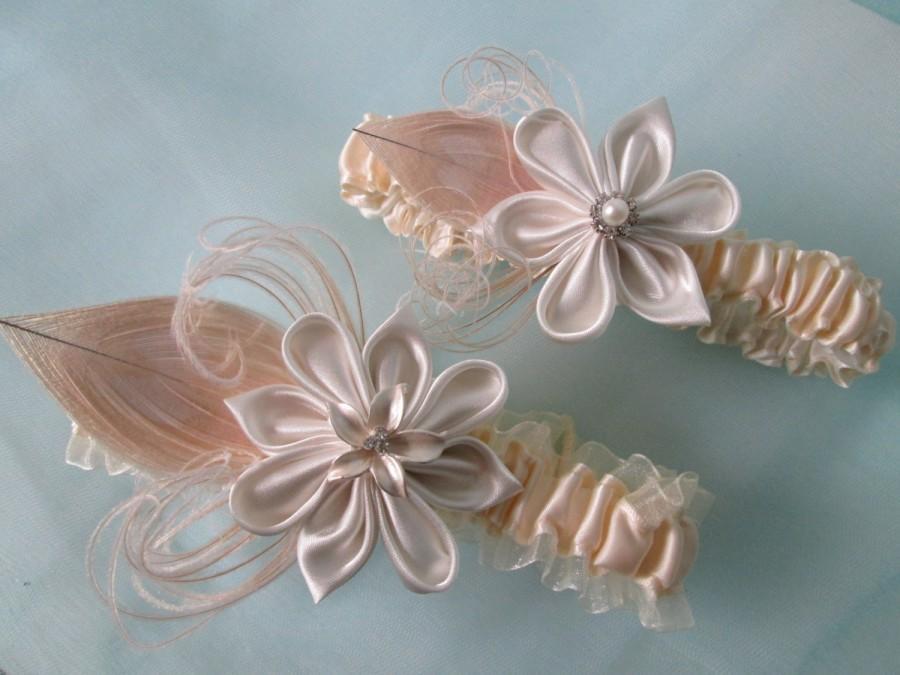 Mariage - Ivory Wedding Garter Set, Peacock Garters, Champagne Garter, Cream Bridal Garter, Kanzashi Flower, Pearls, Rustic- Gatsby Bride