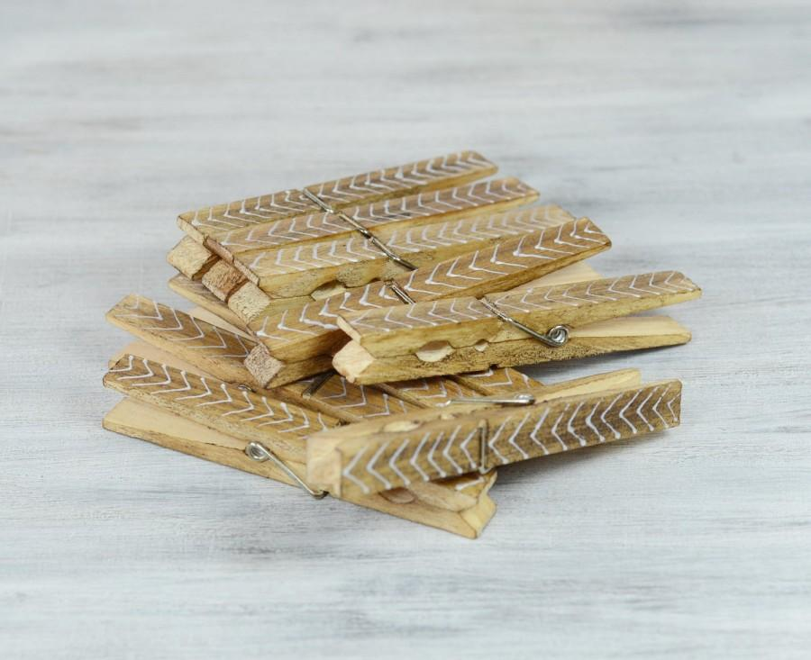 Свадьба - Chevron CLOTHESPINS, Set of 10 Pegs, Wedding Decor , Escort Card Holders, wooden clips, Banner Holder , bohemian, festive, Rustic