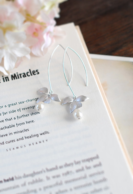 Mariage - Bridal Earrings Silver Orchid Flower Teardrop Cream Pearls Dangle Earrings Teardrop White Pearl Drop Earrings Wedding Earrings Bridesmaid