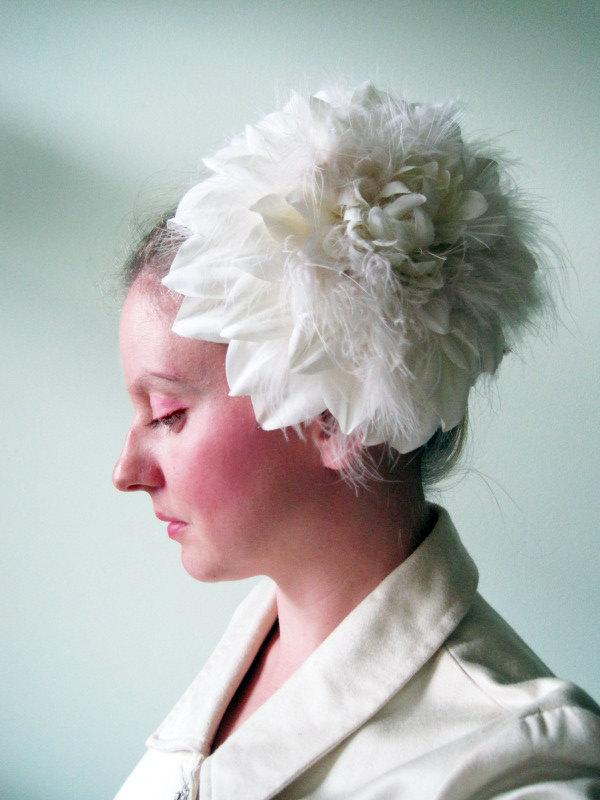 Hochzeit - Flower Hat in Swan Song- Giant Ivory Feather and Silk Dahlia Headpiece - Oversized Fascinator - Cocktail Hat - Wedding - Formal - Ball