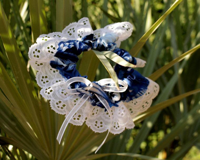 Hochzeit - Elfin Garters For Wedding - Bridal Garter - Wedding Garter - Destination Wedding - Beach Wedding - Dolphin Wedding - Bridal Accessories