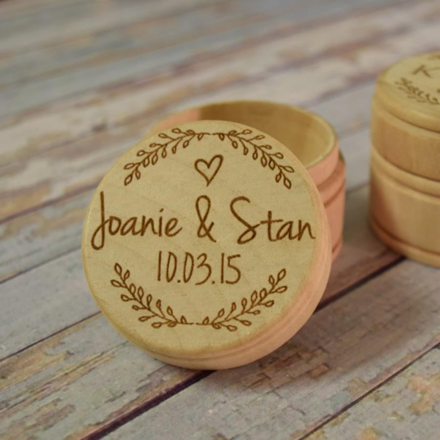 Свадьба - Wreath With Couple's Names and Wedding Date Wooden Trinket Box -  Wedding Ring Keepsake, Jewelry Box, Ring Bearer Box