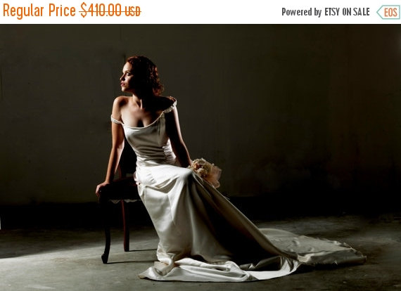 Mariage - HOLIDAY SALE - Bridal Gown Satin Wedding Dress Ivory Princess Gown Dazzling Bride. Magnificent Romantic Long Wedding Princess Dress of Shiny