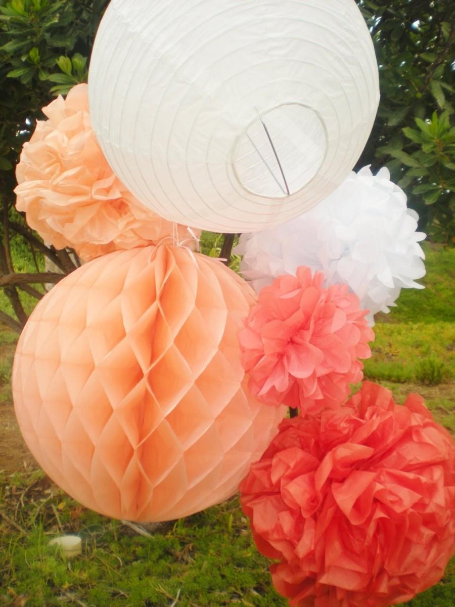 Mariage - Coral ombre tissue pom poms, honeycomb balls, paper lanterns, peach coral white