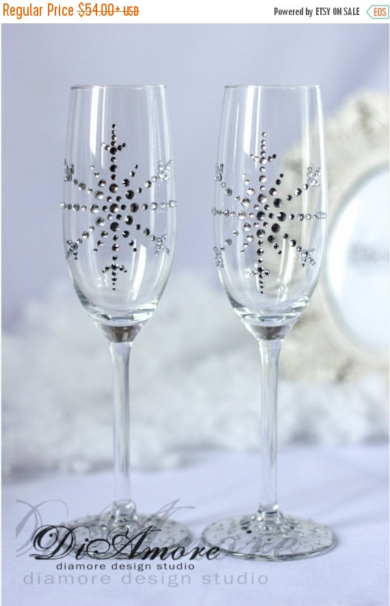 Mariage - SALE Snowflake champagne glasses, winter wedding, white wedding, personalized, bride and groom  flutes, christmas glasses, 2pcs G11-0002