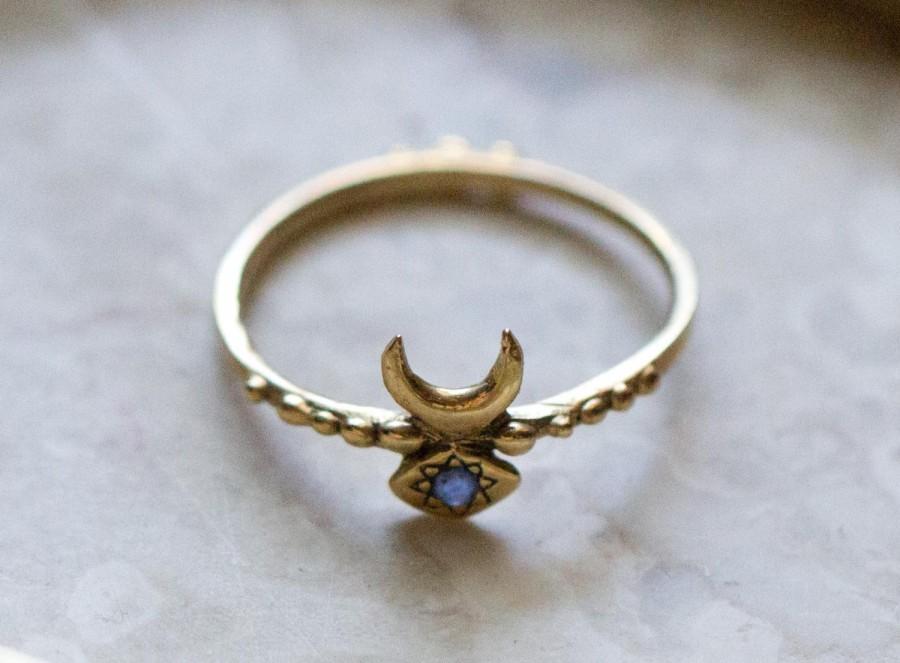 زفاف - Hand Carved Inanna Ring Cast in 14k Gold with Blue Sapphire