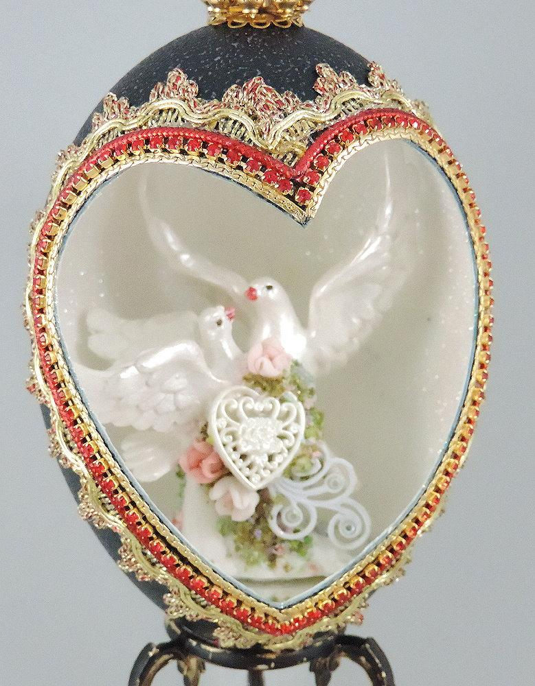 Mariage - White Doves Wedding Cake Topper, Doves and Hearts Cake Topper, Wedding Keepsake, Wedding Decor, Wedding Gift, Faberge Decorated Egg