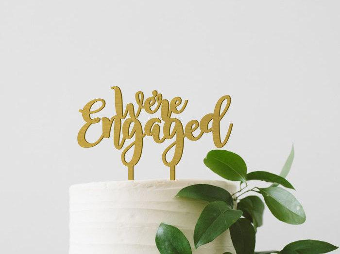 Mariage - We're Engaged Cake Topper, Engagement Cake Topper, Engagement Party Decor, Gold Cake Topper, Wood Cake Topper