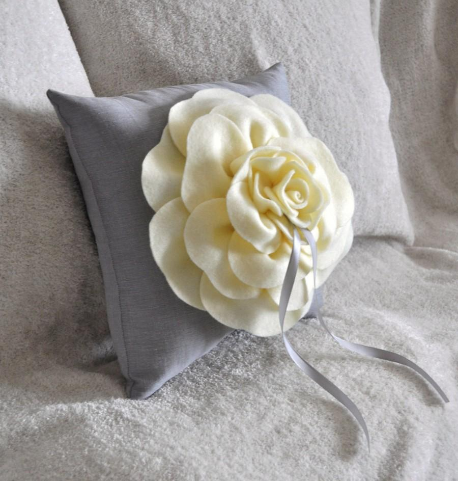 Mariage - Ring Bearer Pillow -Rose Ring Pillow- You pick your colors-