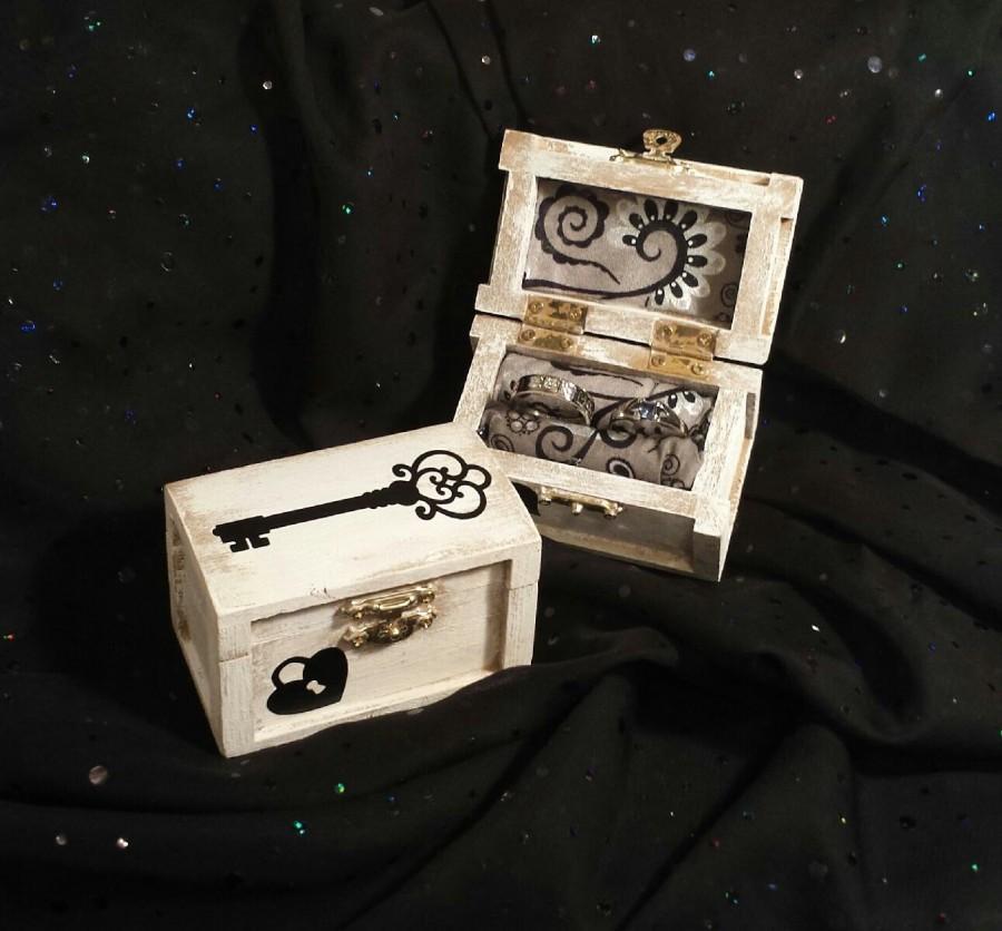 Mariage - Ring Bearer Wedding Ring Box, Ring Bearer Pillow Alternative, Ring Bearer Ring Box, Shabby Chic Wedding Ring Box, Key Ring Box, Key, Heart