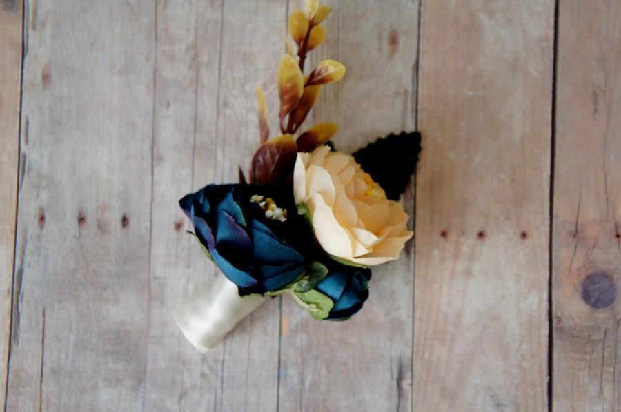 Mariage - Ranunculus Boutonniere, Blue and Champagne Boutonniere, Groom Groomsmen Wedding Flower, Fall Wedding, Rustic Wedding Boutonnieres