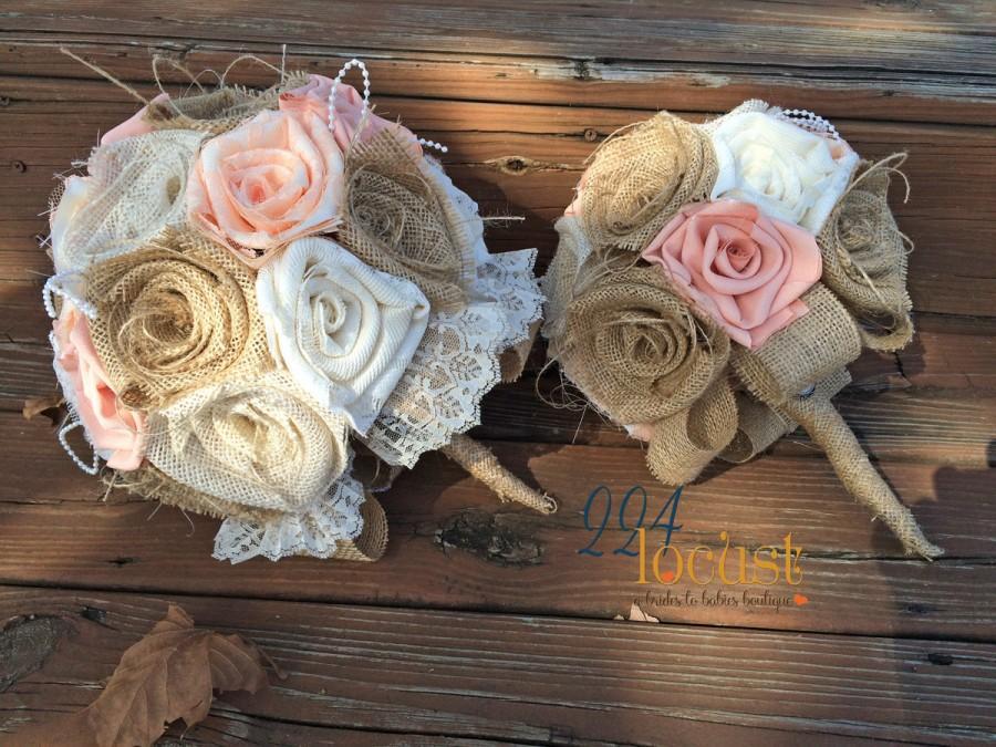 Mariage - Peach Wedding Bouquet, Burlap Bouquet, Wedding Burlap, Peach and Burlap, Rustic Bouquet, Burlap, Wedding, Bride, Groom, Favor, Bridesmaid