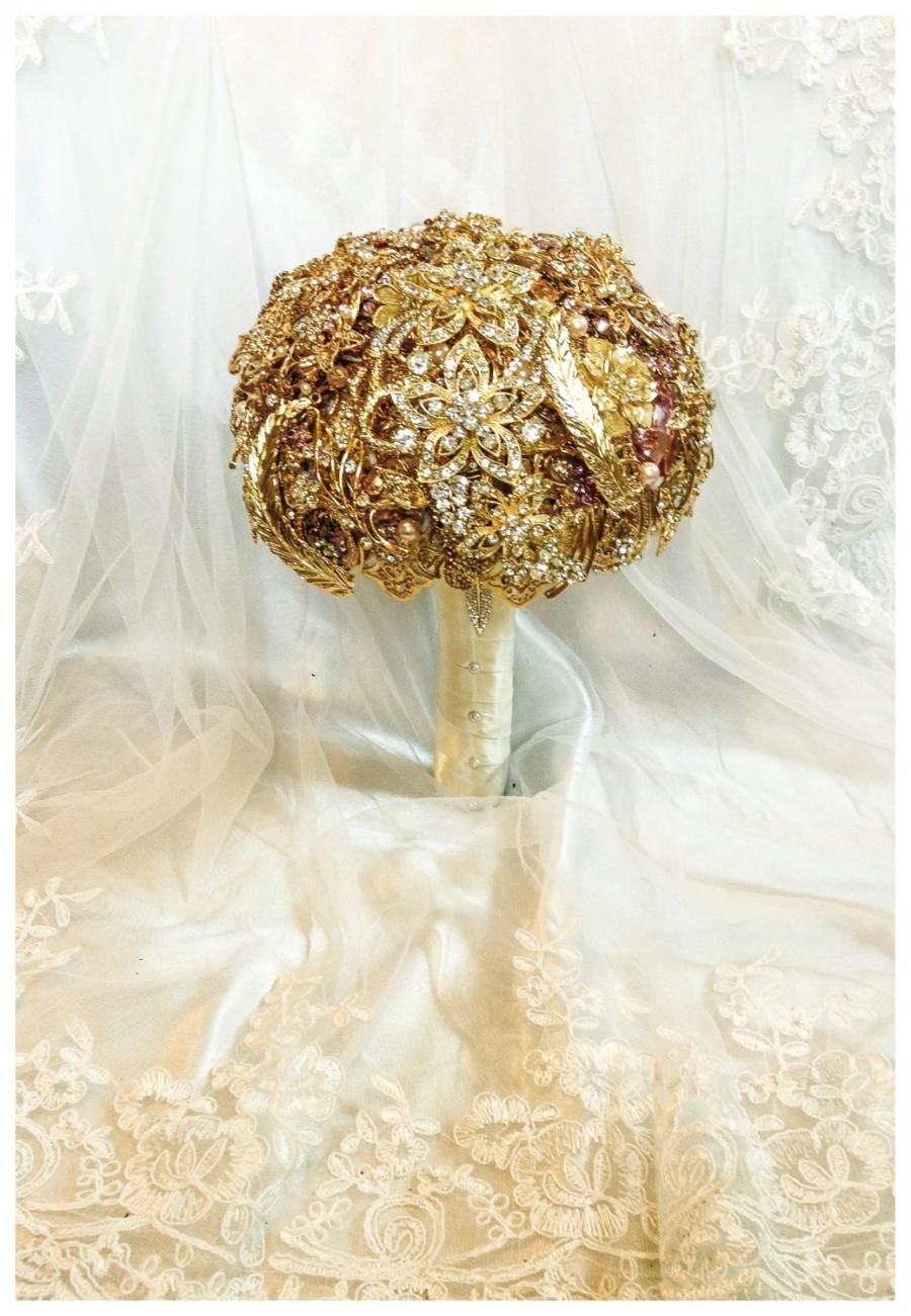 Свадьба - Gold Brooch Bouquet. Deposit on made to order Crystal Bling Jeweled Diamond Bridal Broach Bouquet