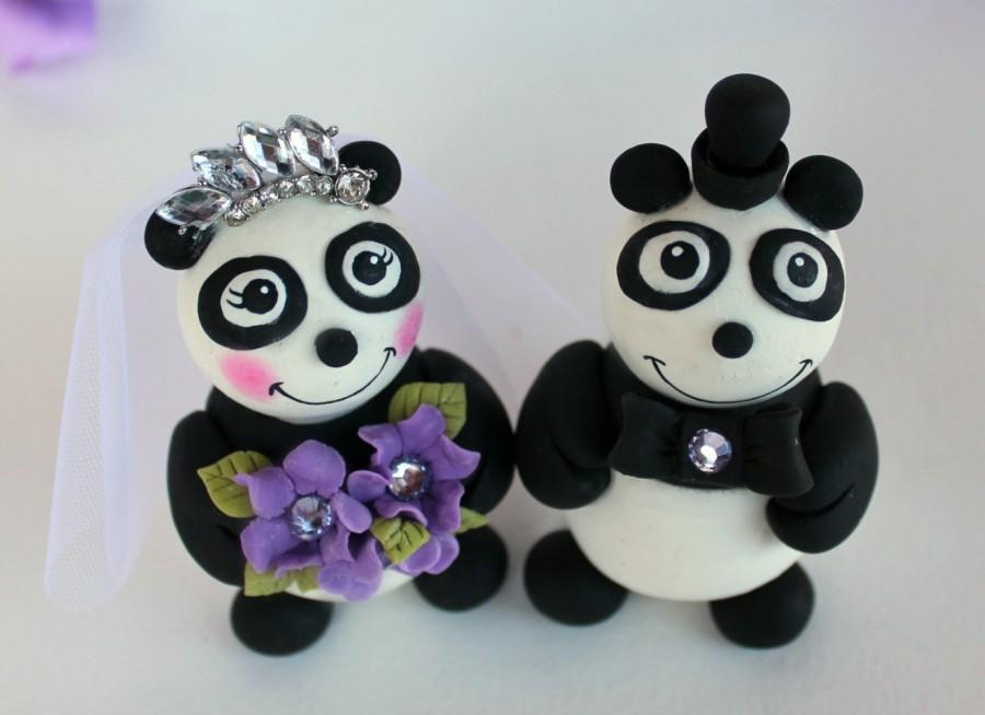 Свадьба - Bride and groom panda bear wedding cake topper, customizable, with banner