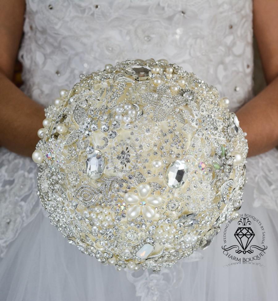 Mariage - Ivory wedding, brooch bouquet,  Wedding bouquet, Crystal bouquet, Pearl bouquet, Bridal bouquet, Bridesmaids bouquet, Bride bouquet