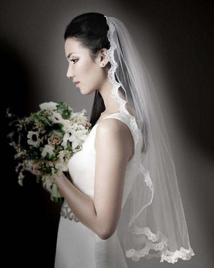Mariage - Fingertip length  Ivory lace veil, long veil, bridal veil, wedding veil,ivory veil with comb,long veil with lace trim, pale ivory  long veil