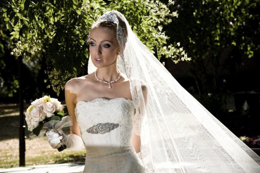 Mariage - Spanish style, long  Ivory corded lace trim veil, bridal veil, wedding veil,ivory veil with comb, long veil with lace, pale ivory  long veil
