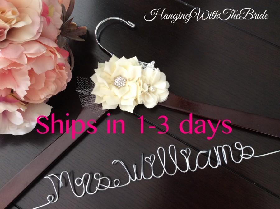 Mariage - Wedding hanger, custom wire hanger, bridal hanger, bride gift, bridesmaids gift, custom made hanger