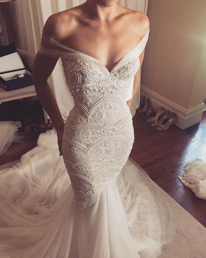 Hochzeit - 21 Beautiful Wedding Dresses Would Look Glamorous On All Sorts Of Brides-to-be