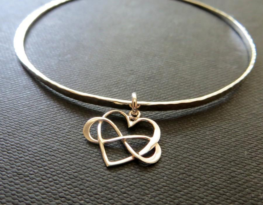 Hochzeit - Maid of honor gift, sterling silver infinity bangle, infinity bracelet, heart charm bangle bracelet, nymetals, matron of honor gift