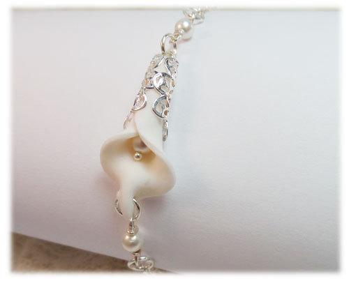Hochzeit - Calla Lily Pearl Bracelet - White Flower Clasp Bracelet, White Bridal Flower Jewelry, White Calla Lily Jewelry, Flower Jewelry