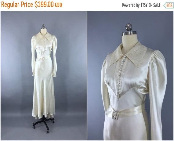 Mariage - SALE - Vintage 1930s Wedding Dress / 30s Bias Cut Dress / 1930s Art Deco Ivory Satin & Lace Gown / Size S