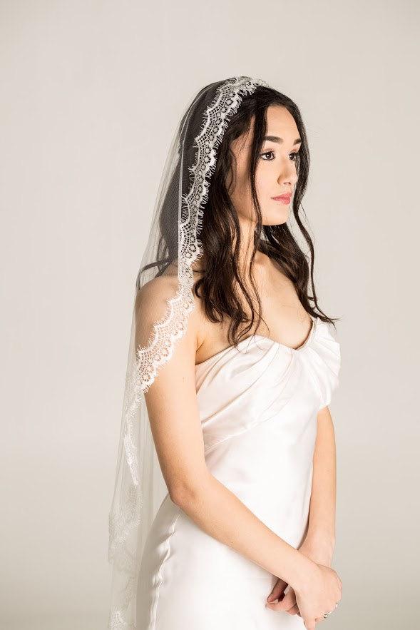 Hochzeit - Mantilla Veil, Lace Veil, Eyelash Lace Veil, Fingertip mantilla, White mantilla, white mantilla, mantilla wedding veil, eyelash mantilla