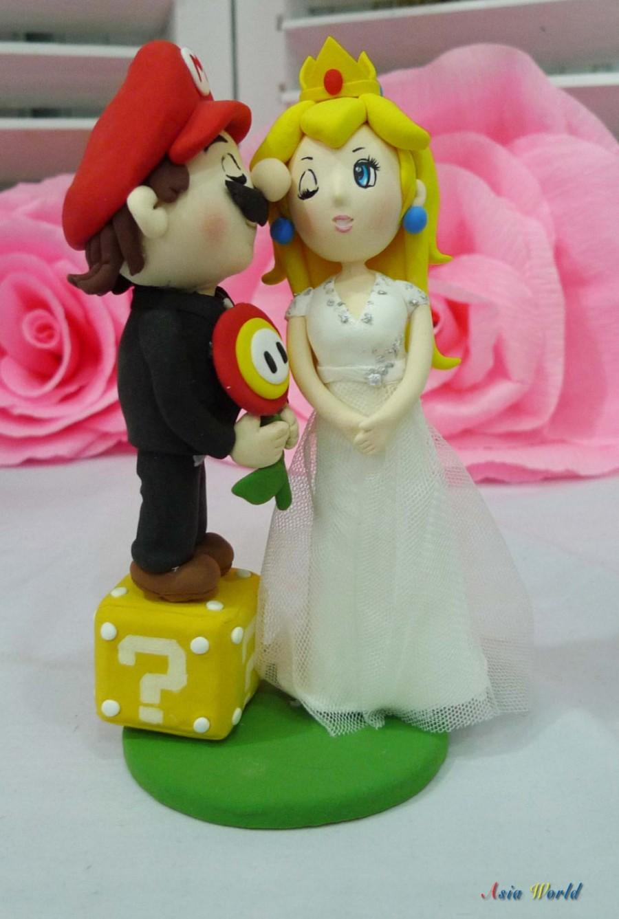 Hochzeit - Wedding cake topper Super Mario and Princess Peach with Fire flower and coin box clay doll, clay figurine decor, clay miniature wedding gift