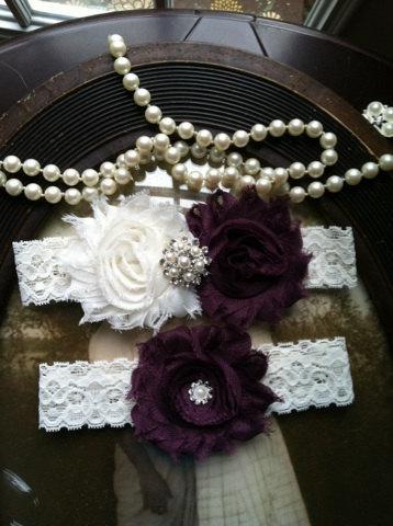 Свадьба - SALE-Wedding Garter - Plum Garter - Garter - Purple - Ivory Lace Garter Set - Bridal Garters - Vintage - Plum - Wedding - Rhinestone