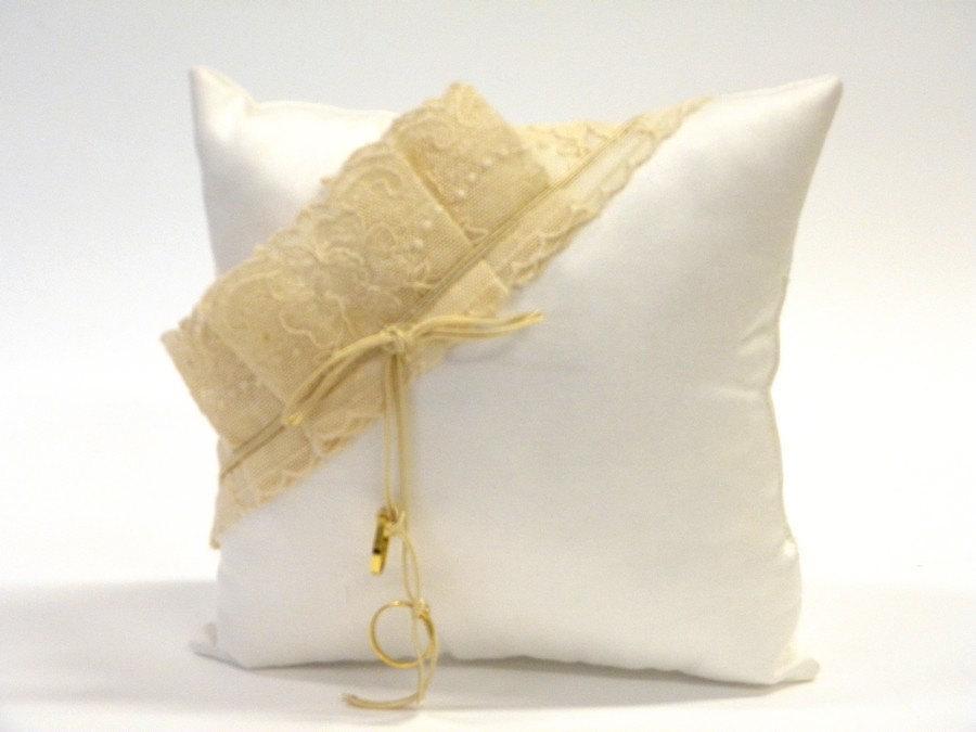 زفاف - Wedding Ring pillow, gorgeous, white satin with beige lace