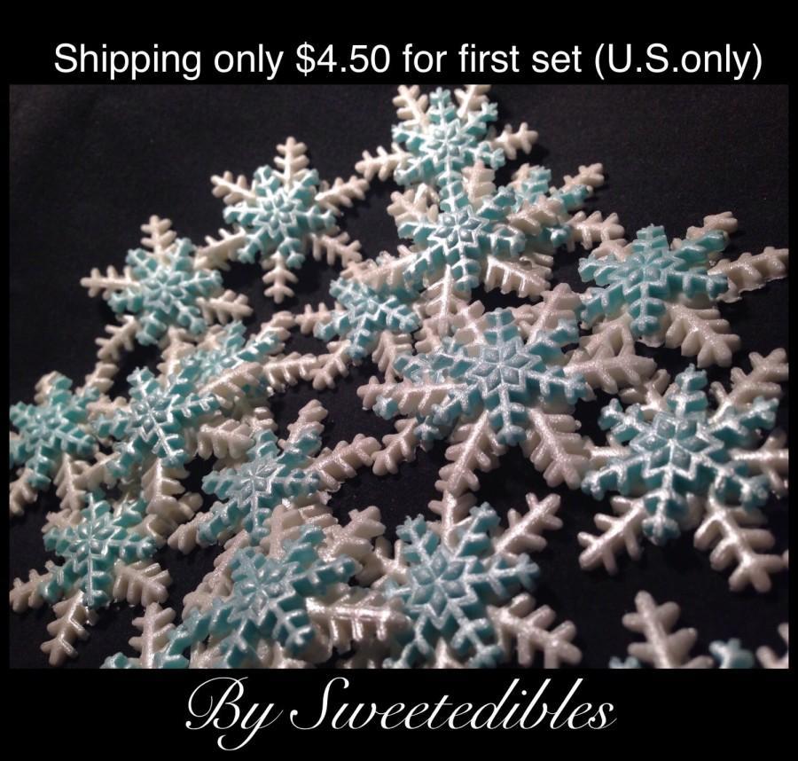 Wedding - READY TO GO now Gumpaste Blue and White Snowflakes Medium Size Edible