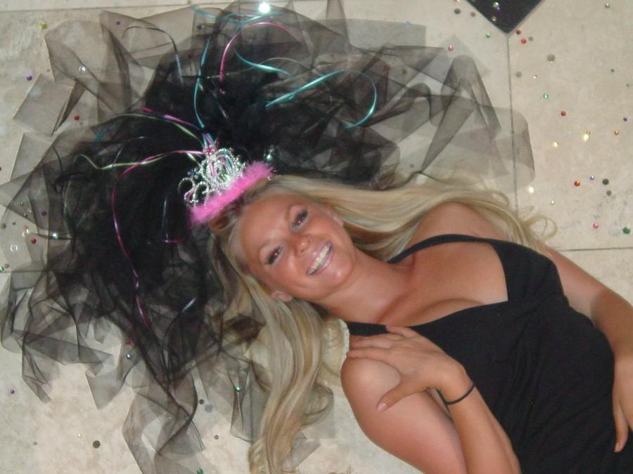 """Mariage - COSTUMES, PARTY FAVORS, Bachelorette Favors, """"Vegas Veils"""" Birthday Party Veils from VegasVeils. Ready to Ship."""