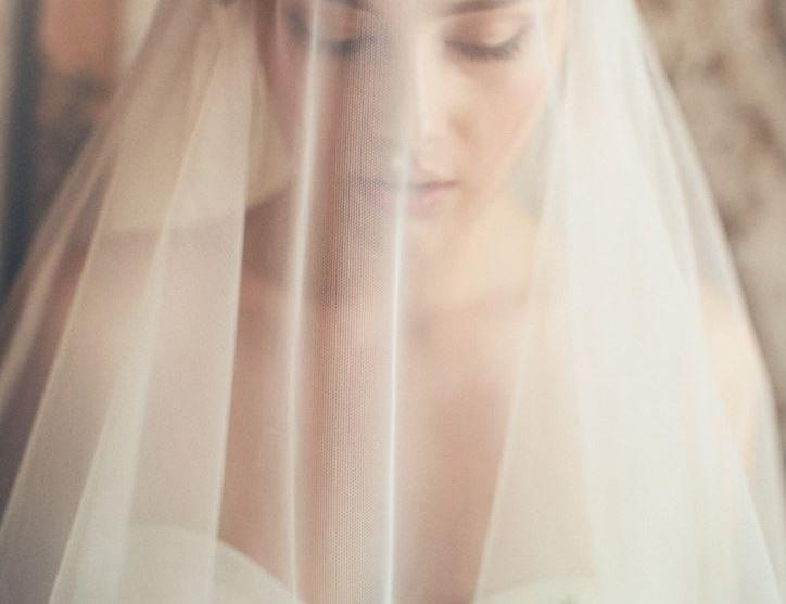 Hochzeit - IVORY Silk Tulle Bridal Veil 2 1/2 yards x 70 Inches wide wedding bridal Veiling Fabric