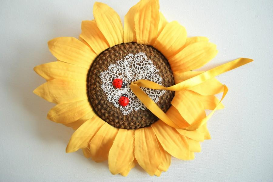 Свадьба - Sunflower Ring Bearer Pillow, Fall Weddings Party, Engagement Ring Holder, Decoration, Rustic Country Farm Wedding, Yellow Brown, Lady Bug