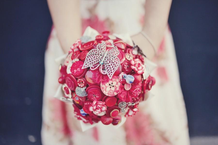 Mariage - Red Bridal Button Bouquet - The Lotus Flower Bouquet