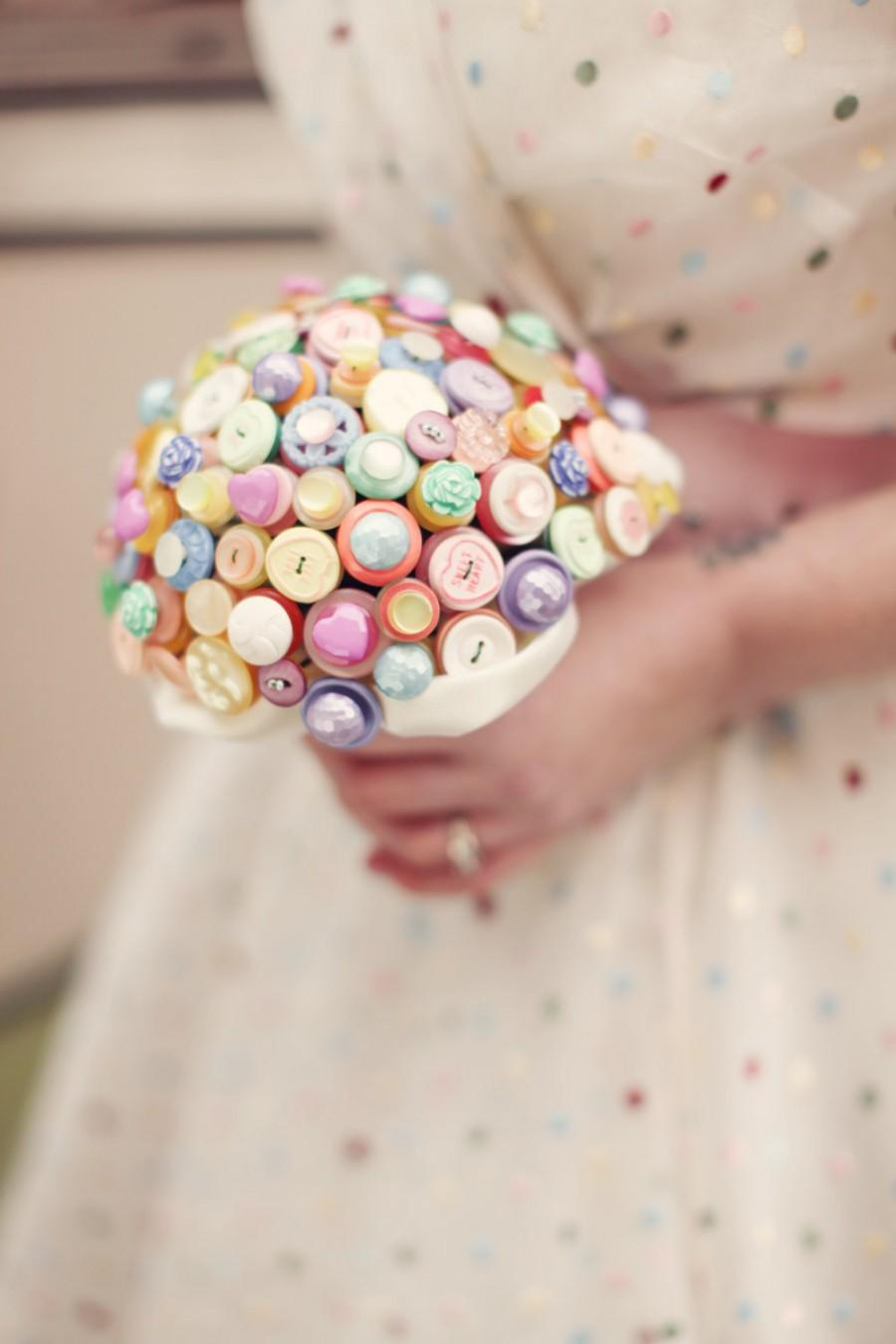 Mariage - Bright and bold retro love heart candy bouquet in pastel colours
