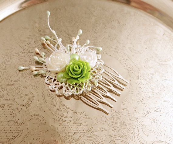 Boda - Handmade wedding hair comb clip resin flowers roses vintage green creme white wedding prom accessory hair piece bride