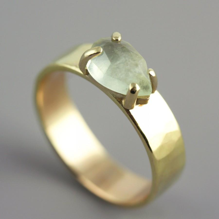Mariage - Hammered Yellow Gold Ring with Faceted Pear Shaped Prehnite - Green Stone Ring - Rose Cut Stone - Alternative Engagement Ring -Made to Order