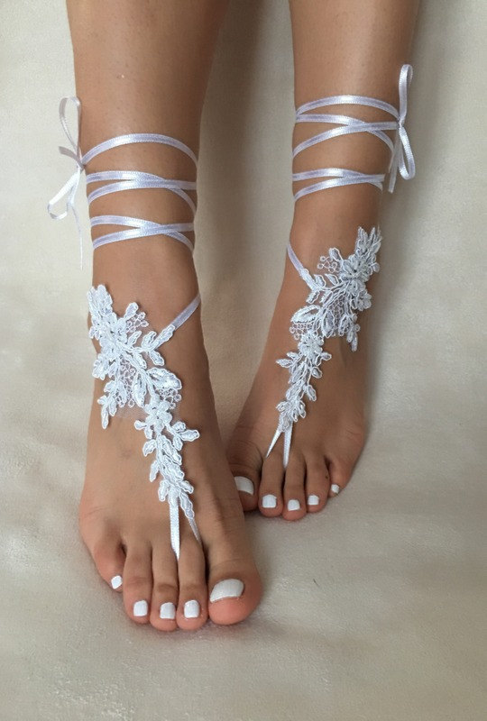 Mariage - white lace barefoot sandals, FREE SHIP, beach wedding barefoot sandals, belly dance, lace shoes, bridesmaid gift, beach shoes