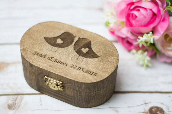 Hochzeit - Rustic Ring Box Love Birds Wedding Ring Box Ring Bearer Pillow Personalized Ring Box Bearer