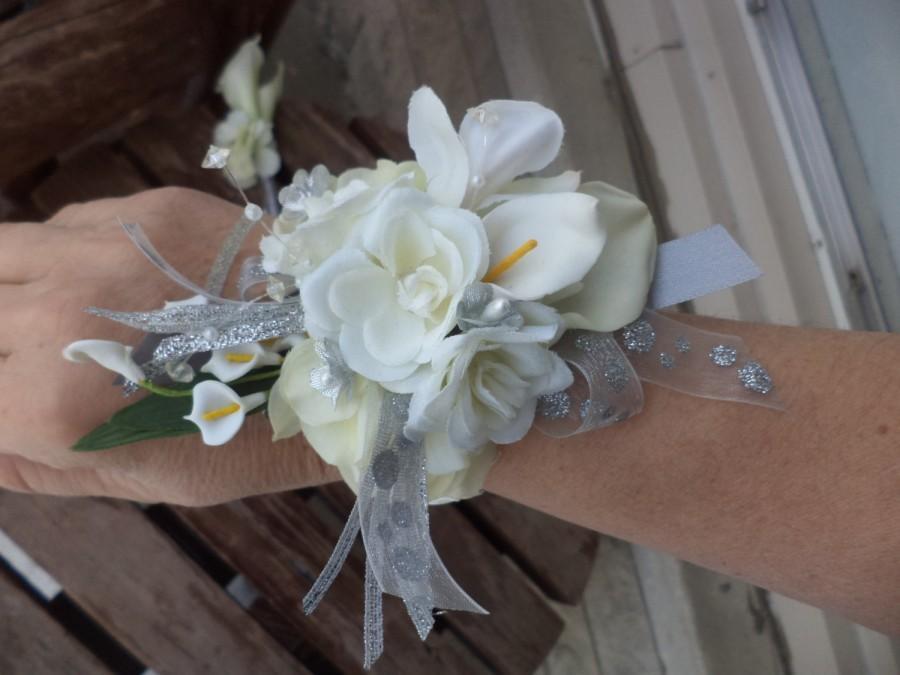 زفاف - White and Silver Real Touch Silk Wrist Corsage and Boutonniere Combination / Wedding Corsage and Boutonniere / Prom Corsage and Boutonniere