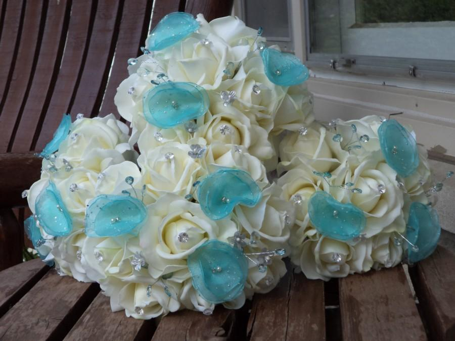 Свадьба - Real Touch White Rose and Blue / 4 Bridesmaid Bouquets and 4 Boutonnieres / Aqua / Pool Blue / Spa Bue / Silk Wedding Flowers / 8 Pieces
